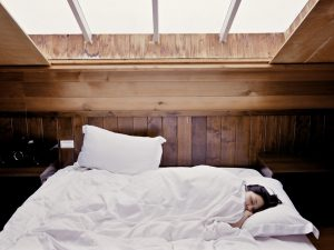 benefits of sleeping without a pillow